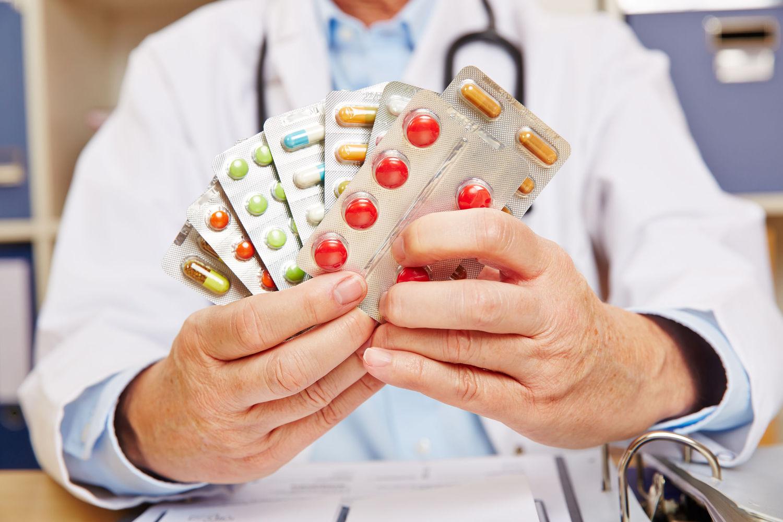 Открытка с лекарствами